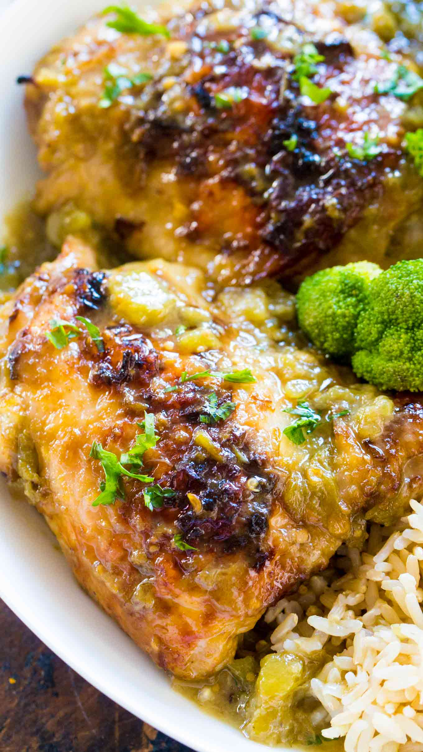 Easy Salsa Verde Chicken is such an easy and juicy way to prepare chicken in just 30 minutes with just 5 ingredients in one pan.