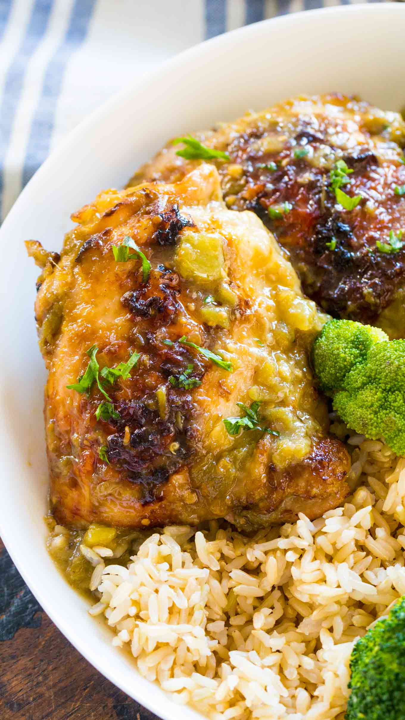 Delicious Salsa Verde Chicken is such an easy and juicy way to prepare chicken in just 30 minutes with just 5 ingredients in one pan.