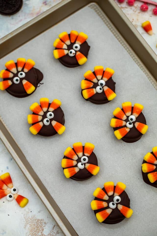 Thanksgiving turkey oreo cookies