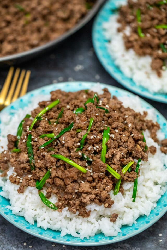 Korean Beef Bowls are super tasty made with ground beef and ready in 15 minutes. #koreanbeef #beefbowls #beefrecipes #30minutemeals #30minutemeals